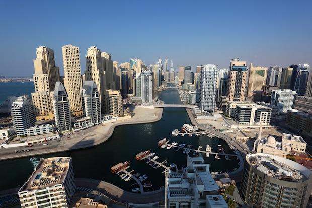 Flugzeug oder Schiff nach Dubai